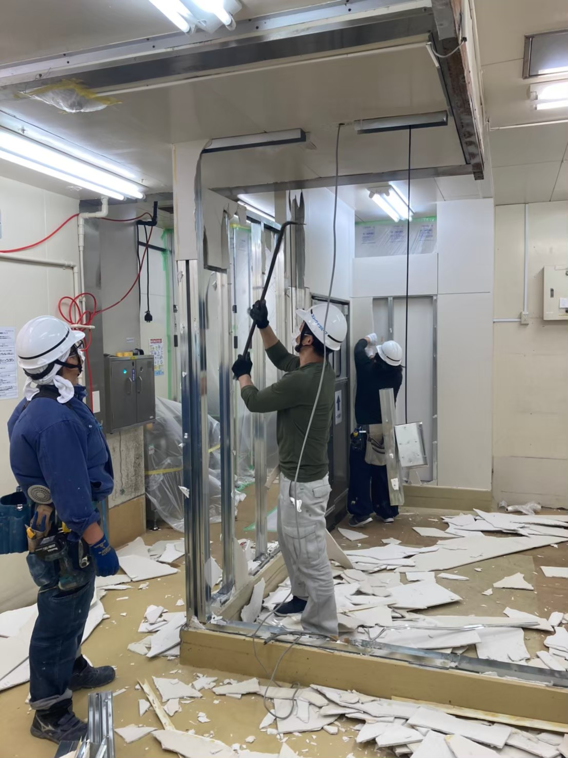 板橋区の生鮮センター間仕切り解体