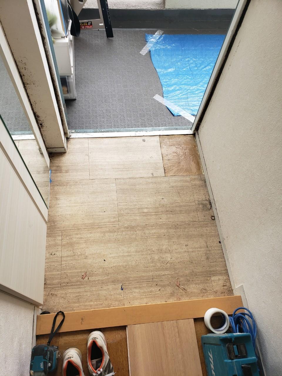 玄関・床・トイレ張替え工事
