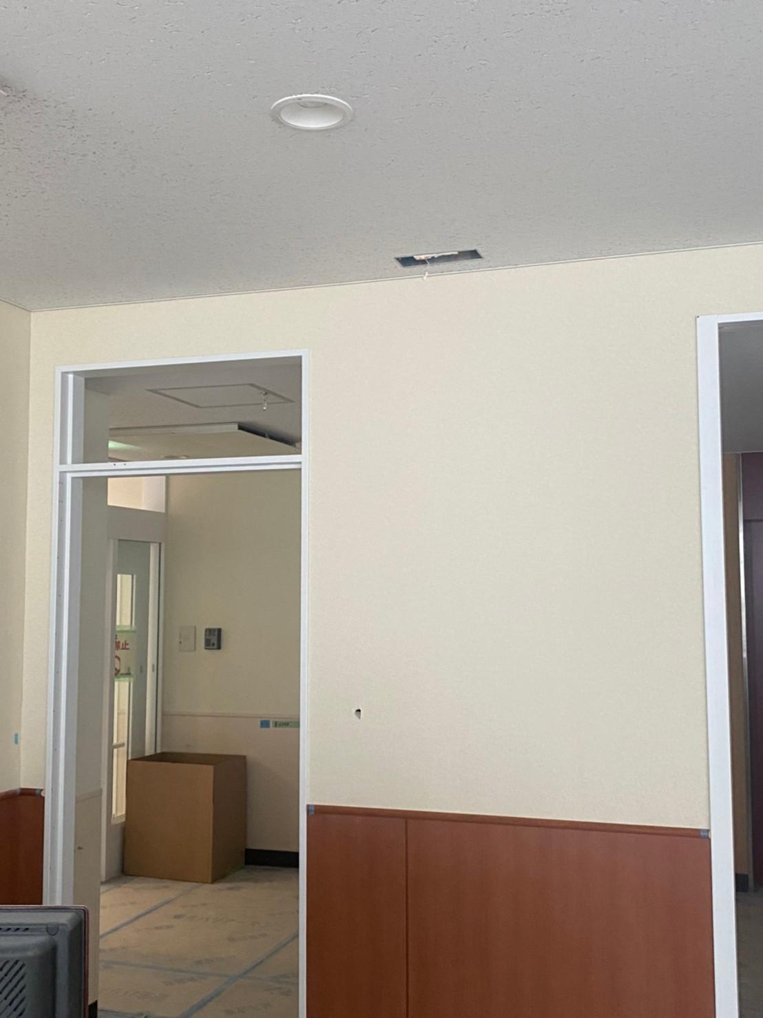 病院クロス張替え。