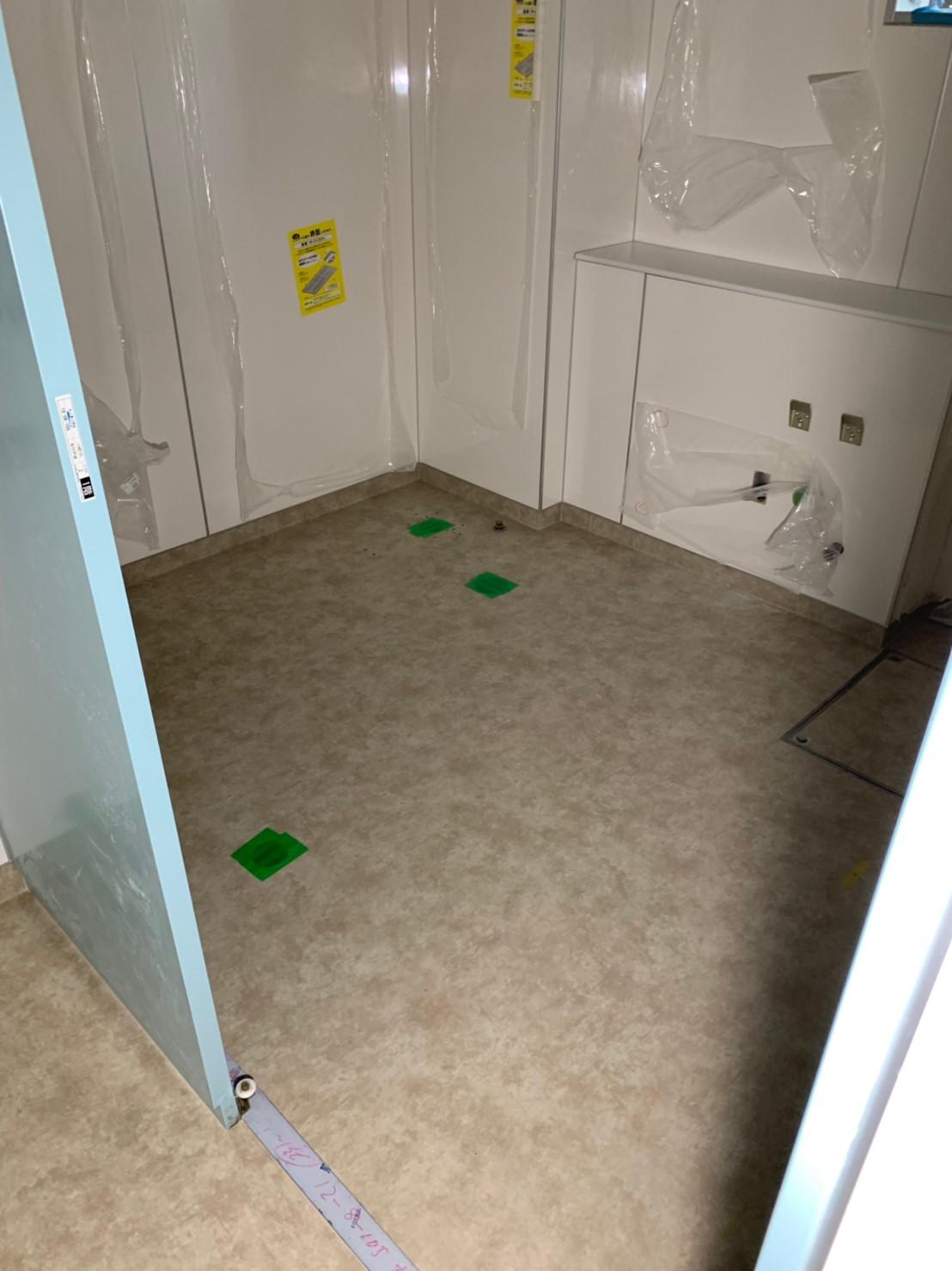 小学校校舎トイレの床張替え工事
