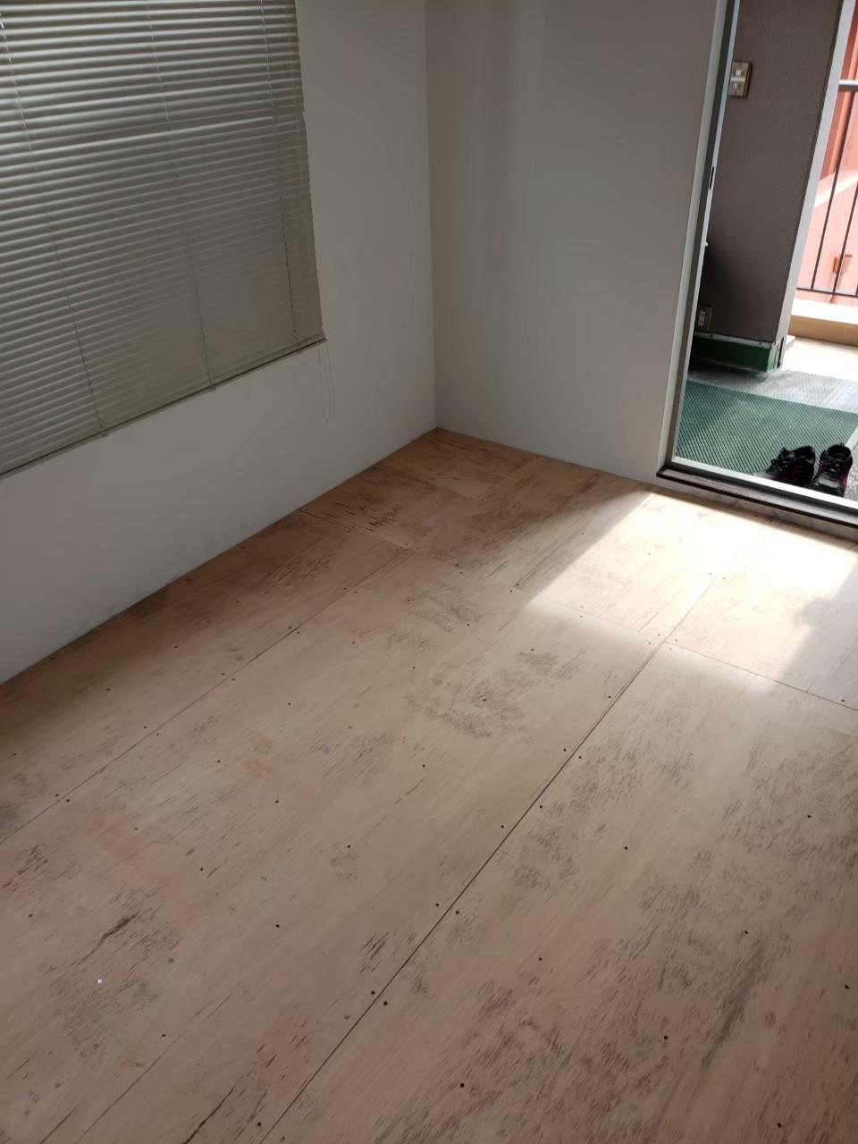 ビル床あげタイルカーペット仕上げ