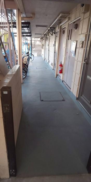 外部廊下 床工事を行いました。