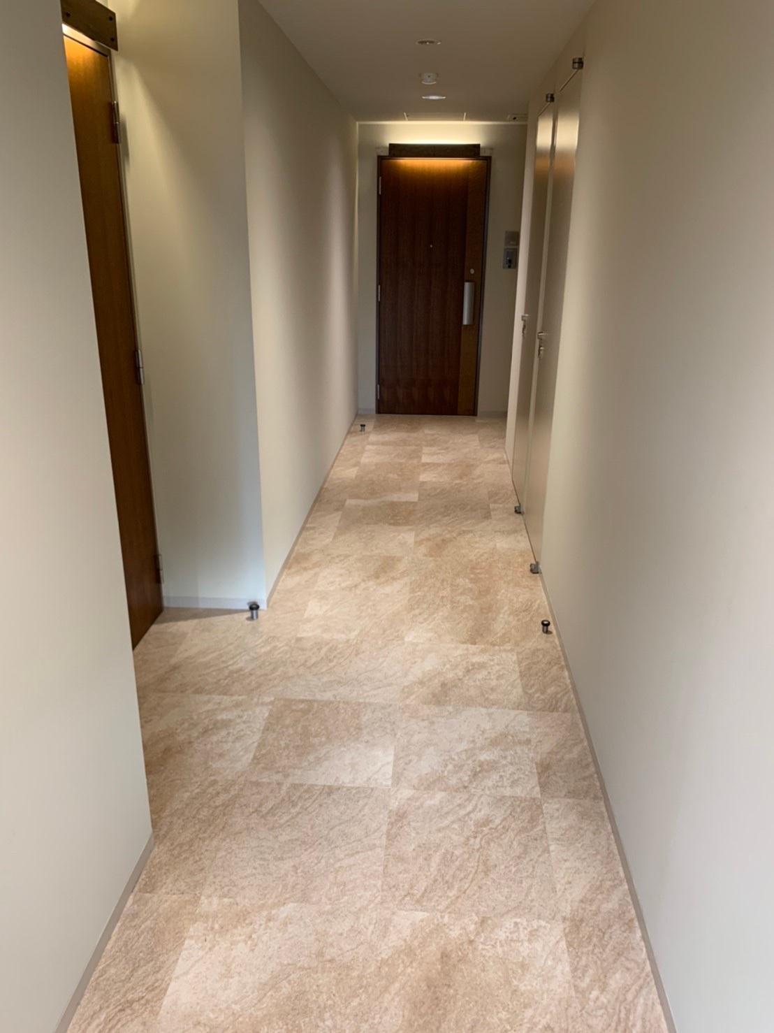 東麻布のマンションの床工事